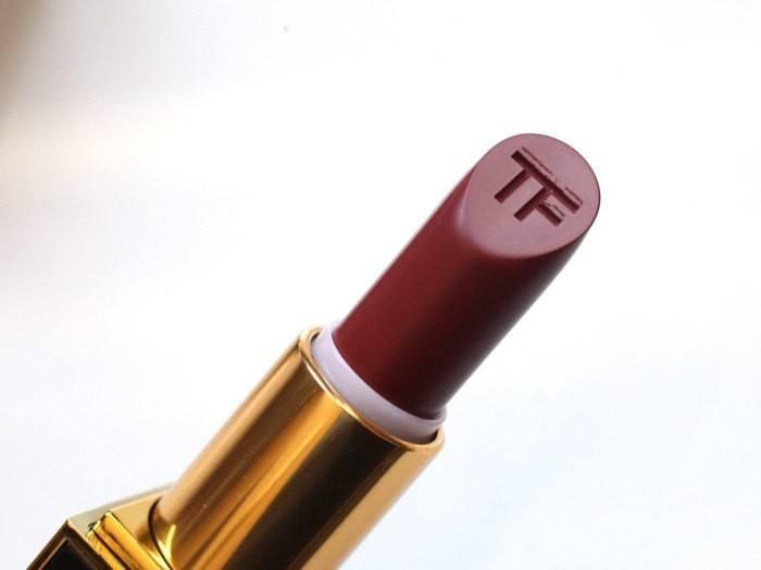tom-ford-matte-lipstick-velvet-cherry-2-700x525.jpg